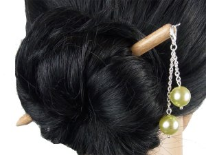 "Haarstab ""Natur"" mit Charm Perlenkette ""Lindgrün"" Farbwahl"